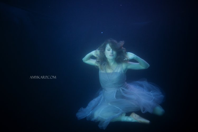 underwater maternity session in dallas with arden by dallas wedding photographer amy karp (22)
