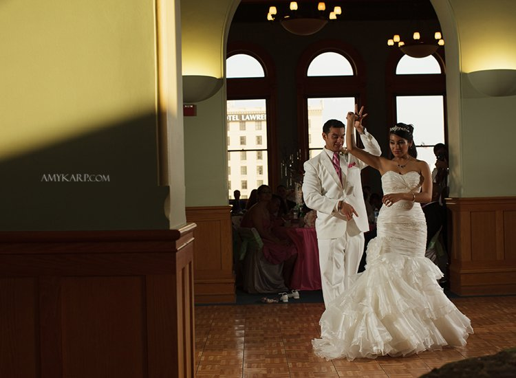 dallas wedding photographer at old red museum with jeannette and kenny (22)