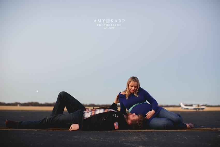 dallas-family-photographer-maternity-portraits-with-a-plane-kelley-matt-019