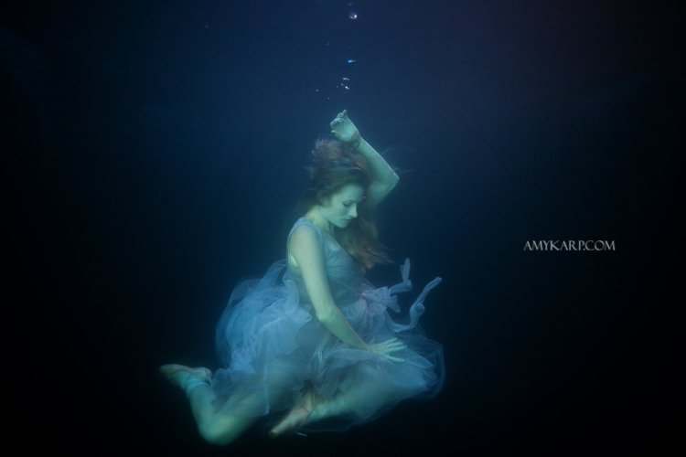 underwater maternity session in dallas with arden by dallas wedding photographer amy karp (1)