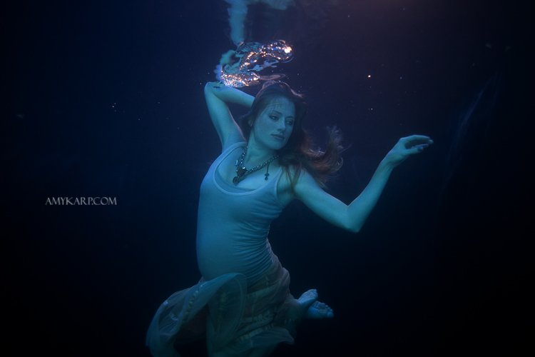 underwater maternity session in dallas with arden by dallas wedding photographer amy karp (14)