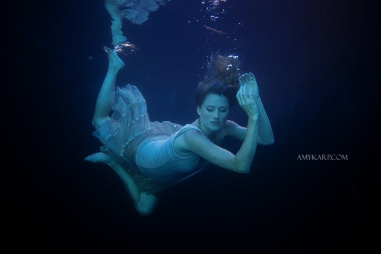 underwater maternity session in dallas with arden by dallas wedding photographer amy karp (18)