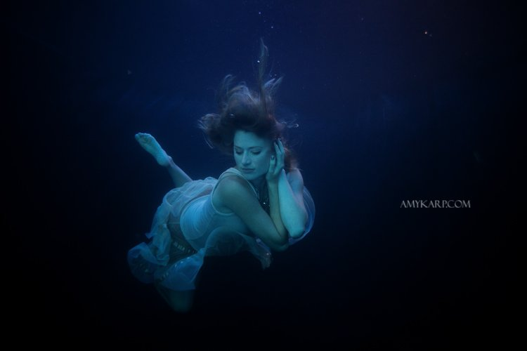 underwater maternity session in dallas with arden by dallas wedding photographer amy karp (19)