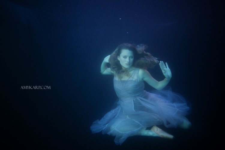 underwater maternity session in dallas with arden by dallas wedding photographer amy karp (23)
