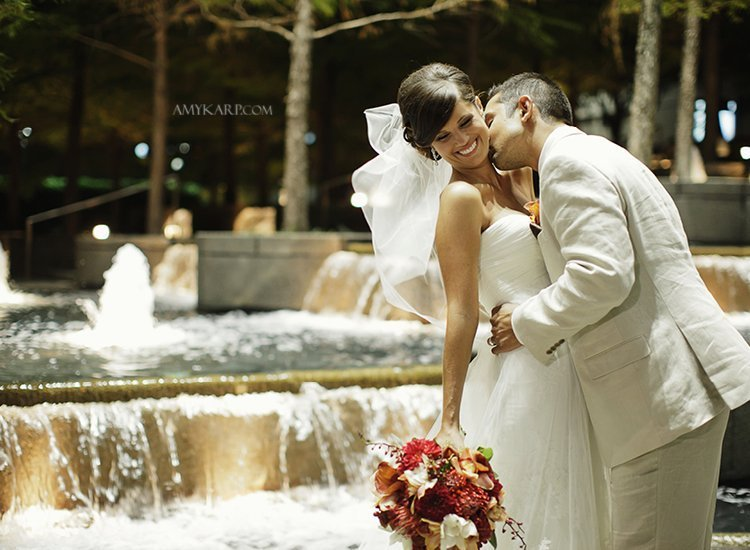 dallas wedding photographer with melissa and mark at avanti fountain place (18)