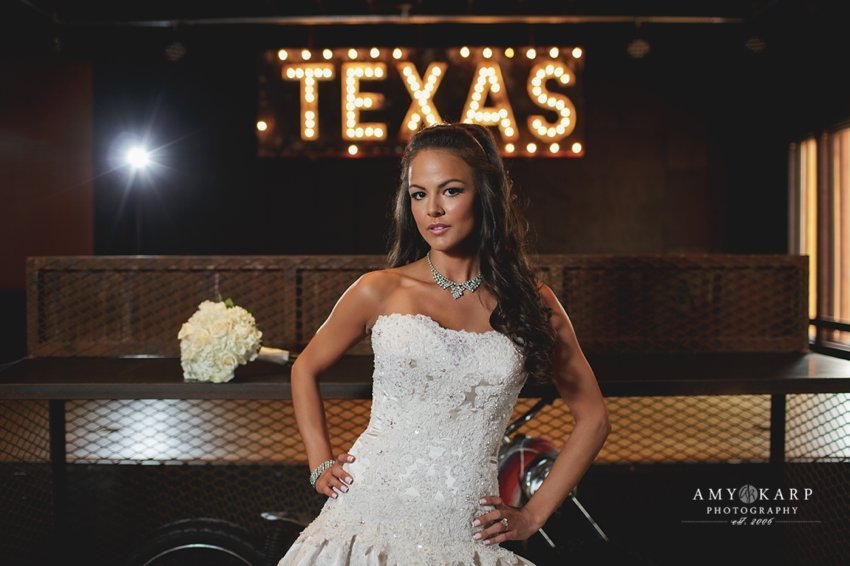 dallas-wedding-photographer-bridal-portraits-gas-monkey-bar-grill-012