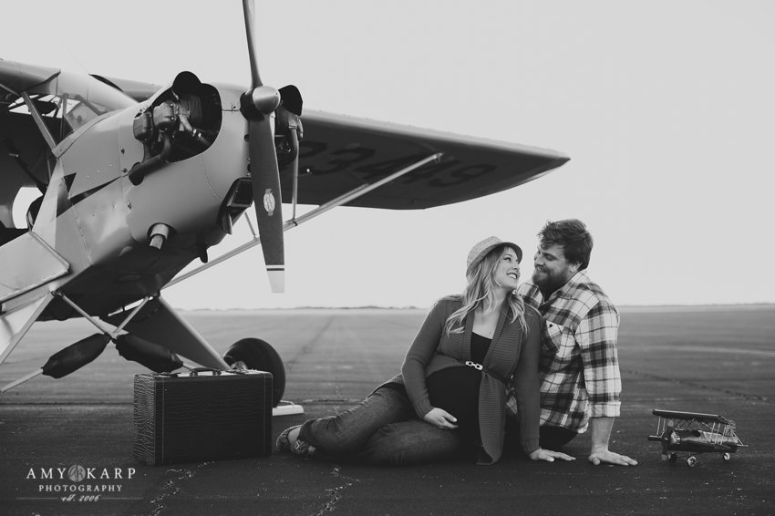dallas-family-photographer-maternity-portraits-with-a-plane-kelley-matt-009