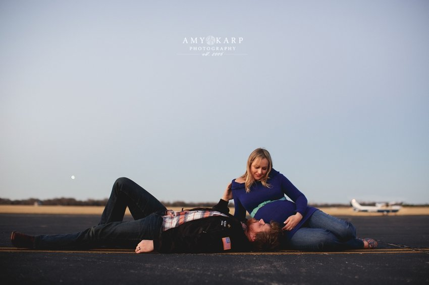 dallas-family-photographer-maternity-portraits-with-a-plane-kelley-matt-019