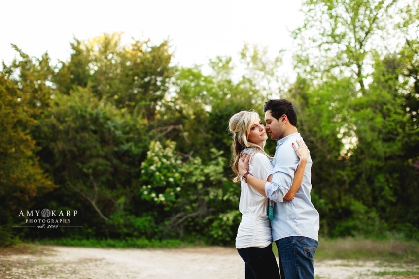 dallas-wedding-photographer-bishop-arts-engagement-session-jessica-daniel-28